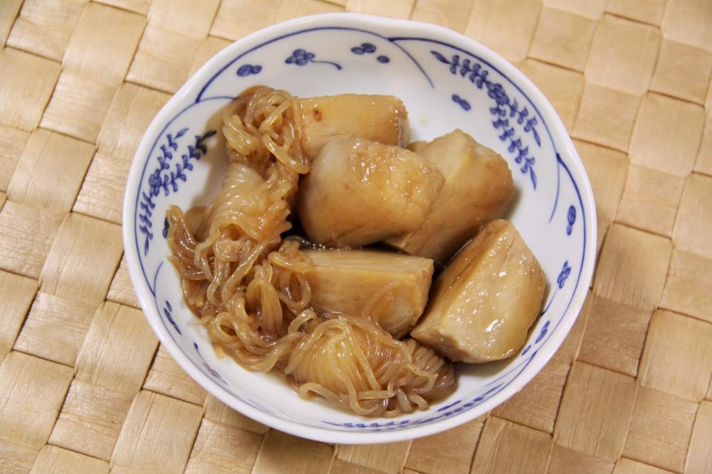 里芋 と こんにゃく の 煮物